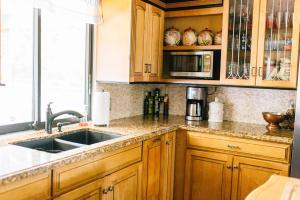 maple Kitchen w Granite