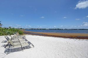 1010 Via Villagio, Hypoluxo, FL 33462