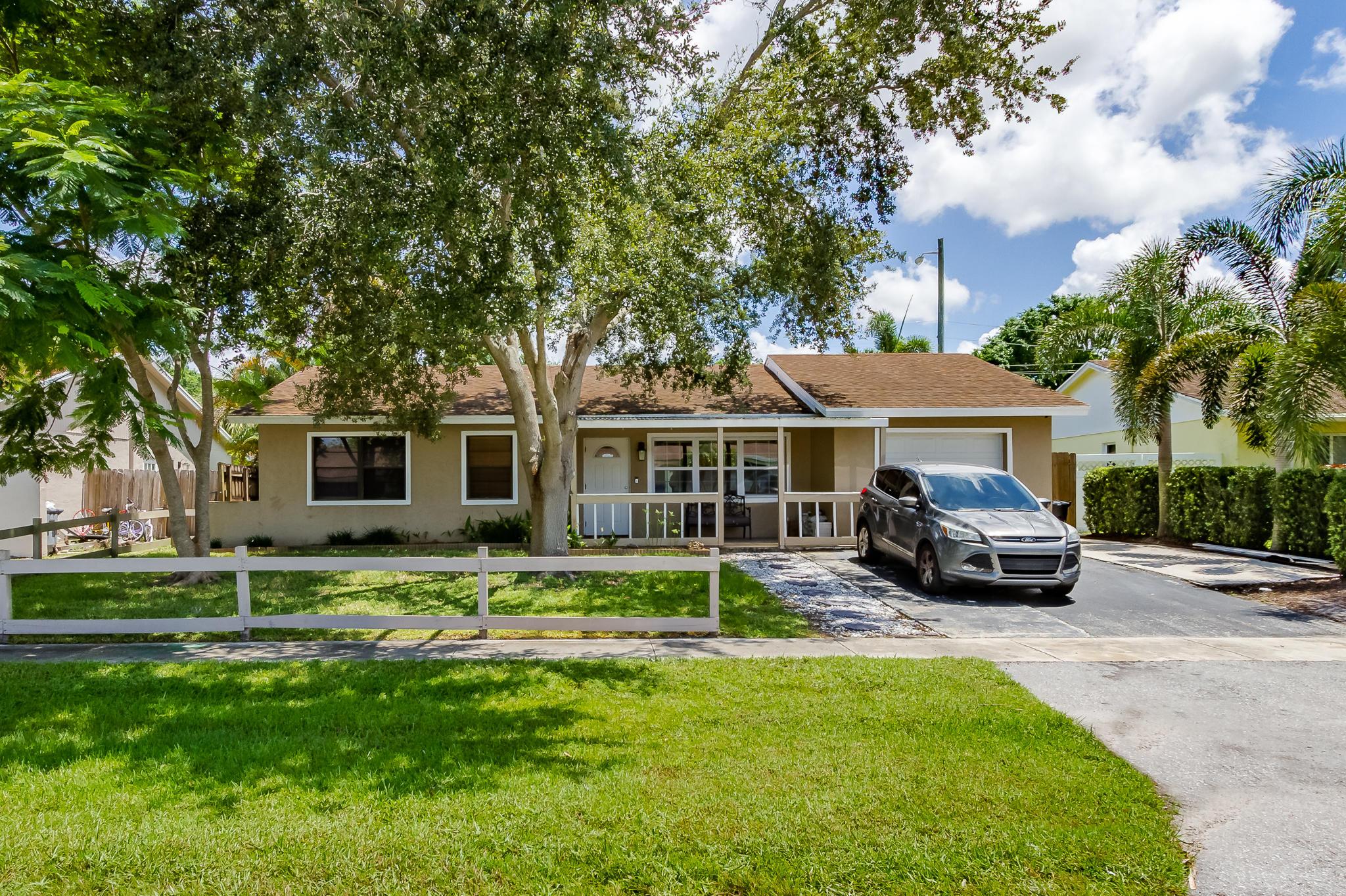 8945 Saddlecreek Drive Boca Raton, FL 33496