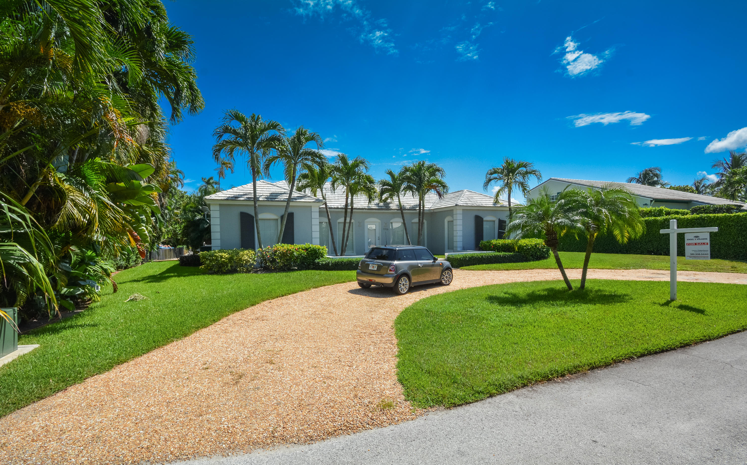 This coastal inspired waterfront home located on the border of Delray Beach and Gulfstream is situated on a 94x100 lot. Home features 3 beds, 2 baths, pool, dock and two car garage. The home boasts a retreat like setting just minutes from Atlantic Avenue and the Beach.