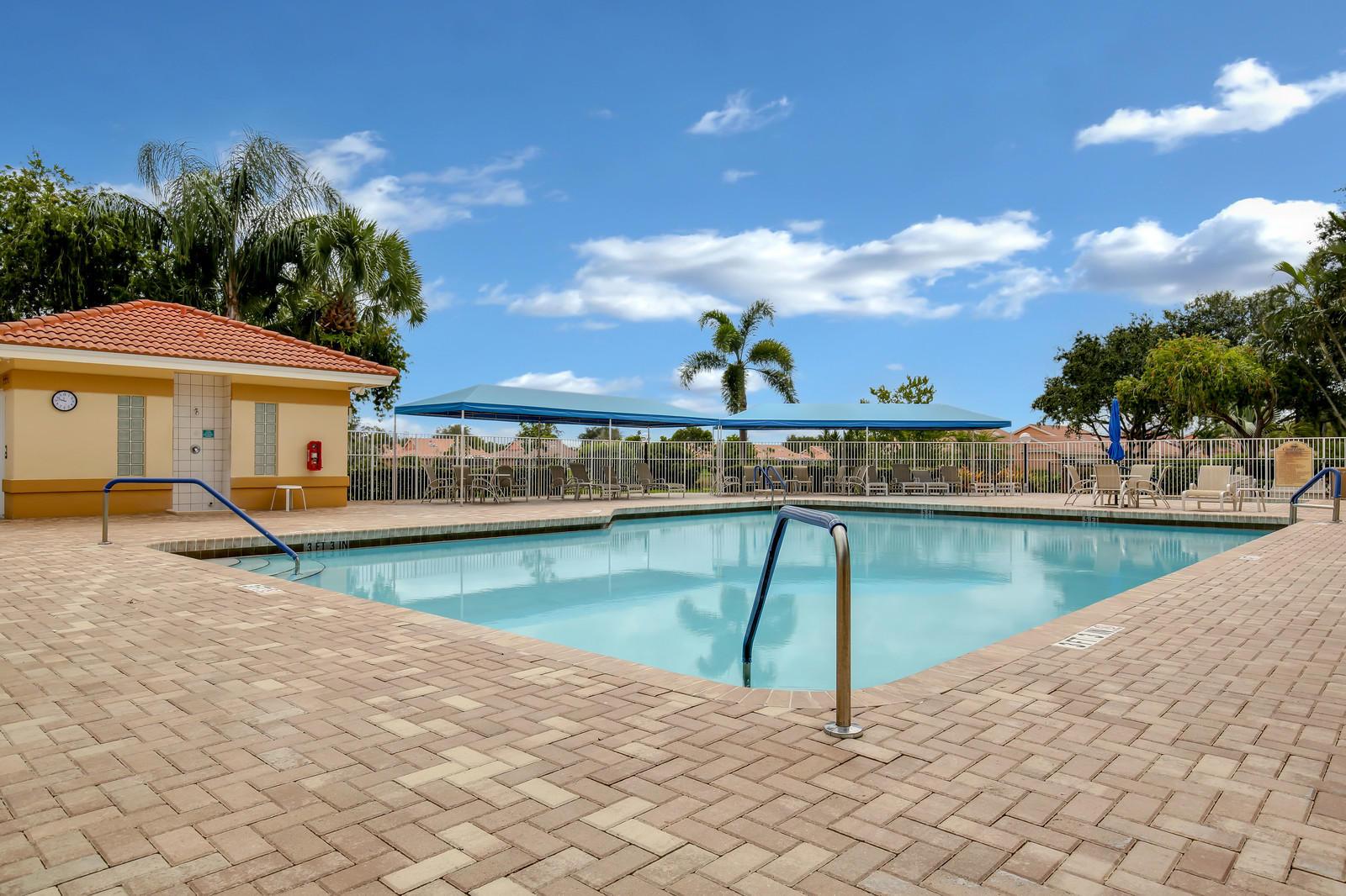5554 Royal Lake Circle, Boynton Beach, Florida 33437, 2 Bedrooms Bedrooms, ,2 BathroomsBathrooms,Villa,For Sale,Coral Lakes Royal Landing,Royal Lake,1,RX-10463678