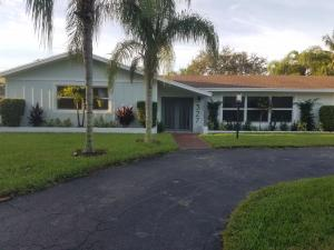 327 Country Club Drive, Tequesta, FL 33469