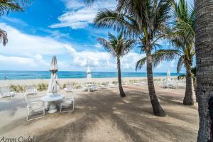 170 N Ocean Boulevard, 210, Palm Beach, FL 33480