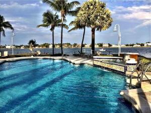 117 Yacht Club Way, 305, Hypoluxo, FL 33462