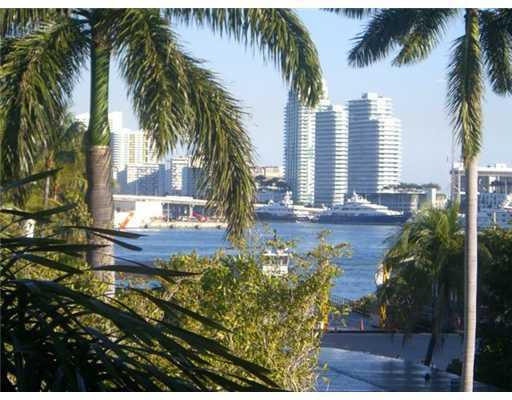 Image 4 For 42302 Fisher Island Drive 42302
