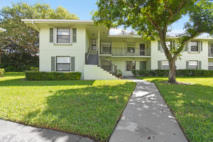 2201 Sabal Ridge Court, 22-A, Palm Beach Gardens, FL 33418