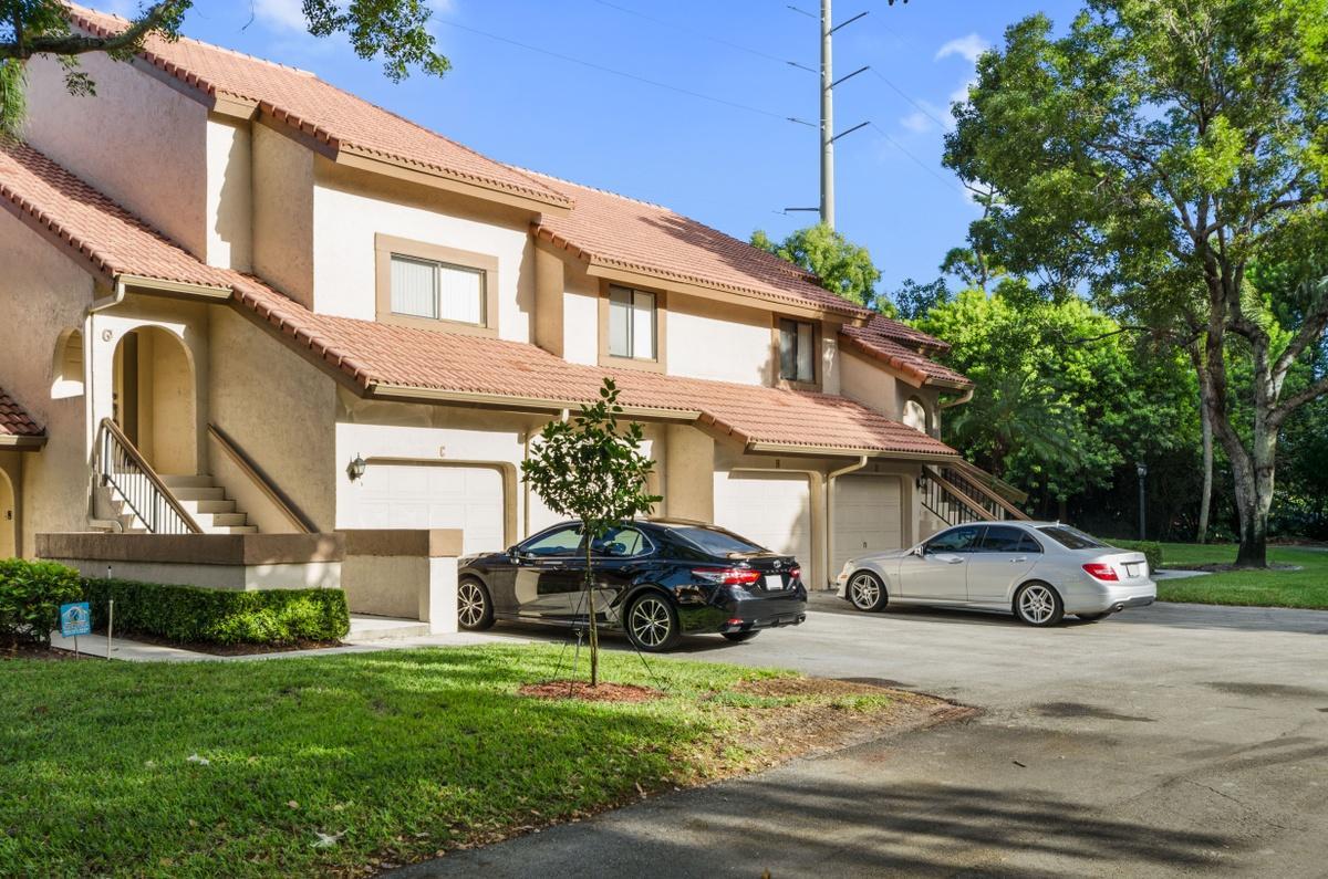 5700 Coach House Circle #g Boca Raton, FL 33486