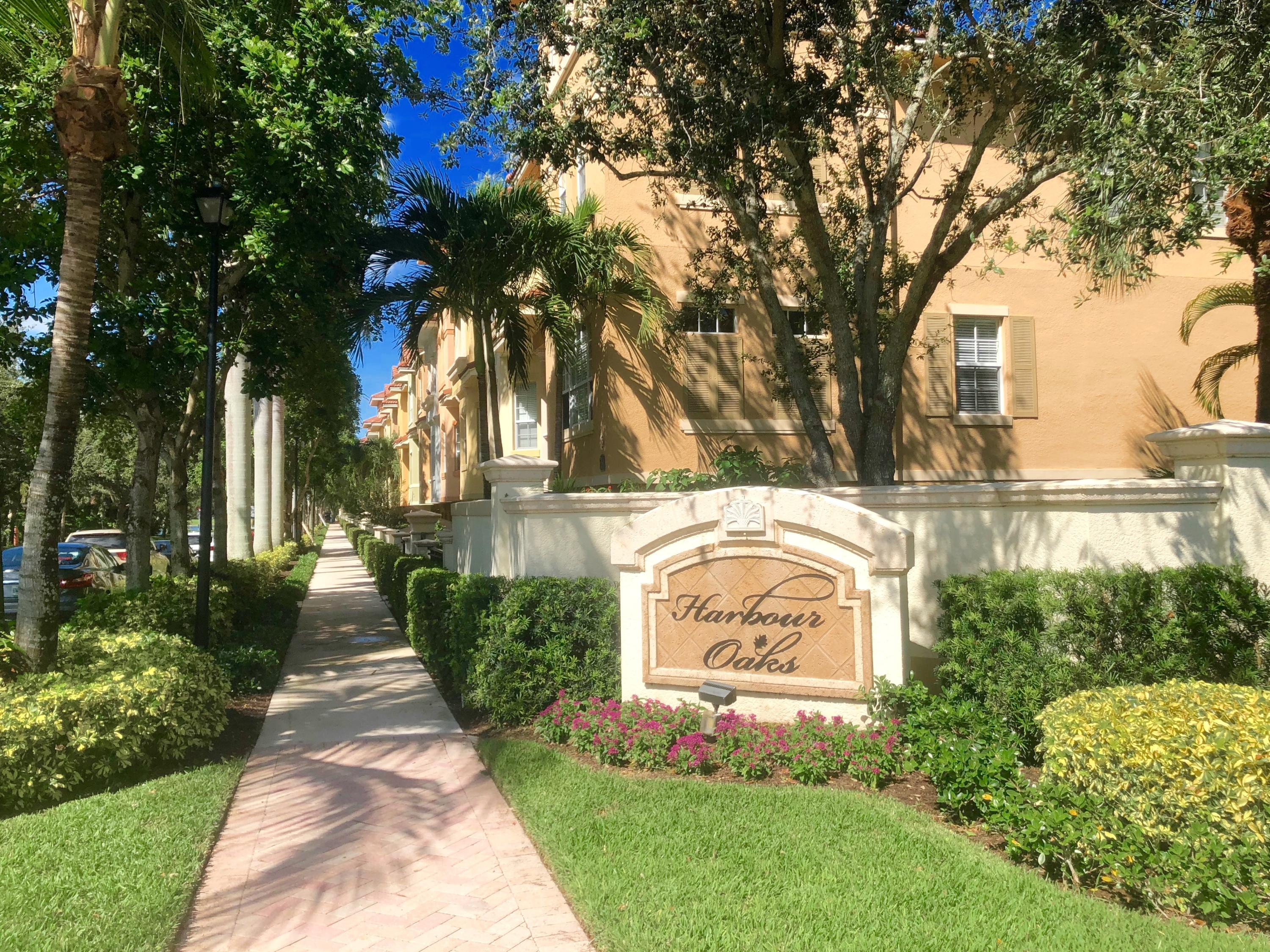 HARBOUR OAKS  - PALM BEACH GARDENS