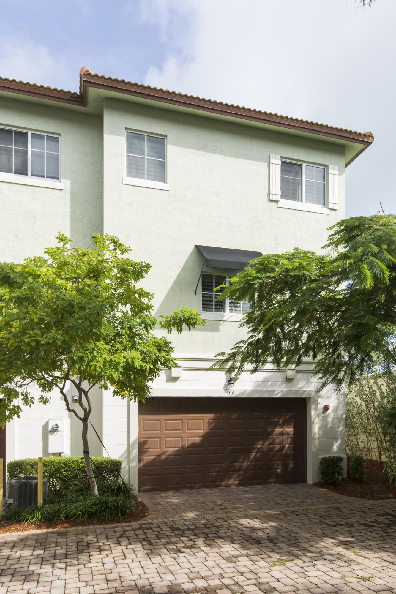 27 NW Hawthorne Place Boca Raton, FL 33432