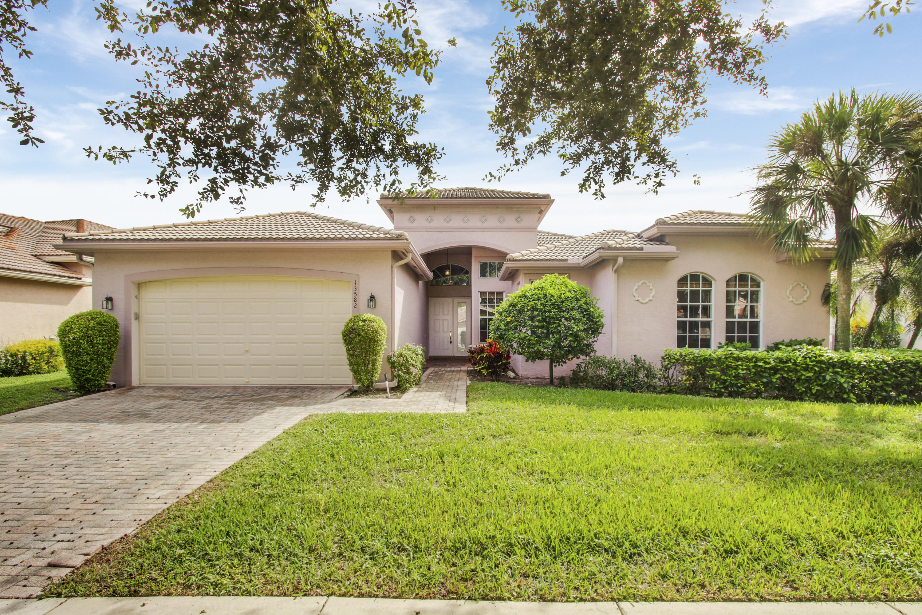 13582 Barcelona Lake Circle, Delray Beach, Florida 33446, 3 Bedrooms Bedrooms, ,2.1 BathroomsBathrooms,Single Family,For Sale,Barcelona Lake,RX-10471718