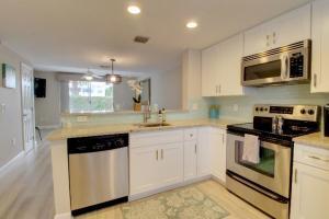 990 Jeffery Street, Boca Raton, FL 33487
