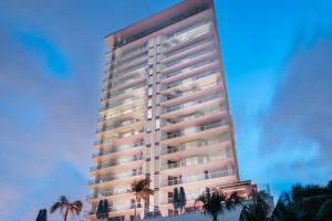 1.005 VistaBlue Building Elevation