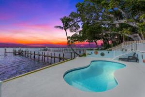 916 NE Banyan Tree Drive, Jensen Beach, FL 34957