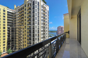 Large penthouse viewing intercoastal, ocean and Palm Beach Island