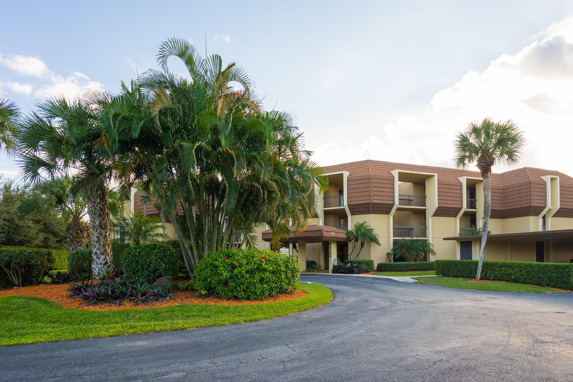 5188 Woodland Lakes Drive, Palm Beach Gardens, Florida 33418, 2 Bedrooms Bedrooms, ,2 BathroomsBathrooms,Condo/Coop,For Rent,WOODLAND LAKES,Woodland Lakes,3,RX-10475370