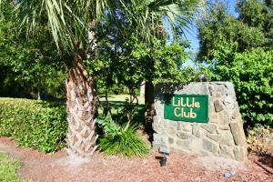 18081 SE Country Club Drive, 90