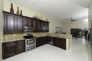 Designer Kitchen - open to family room