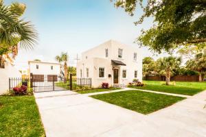 354 Marlborough Place, West Palm Beach, FL 33405