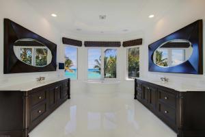 Master Bath (Ocean View)