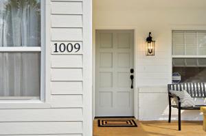 1009 Pottawatomie Street, Jupiter, FL 33458