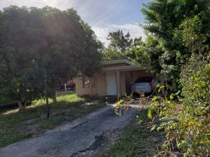 1090 S Ridge Road, Lake Worth, FL 33462
