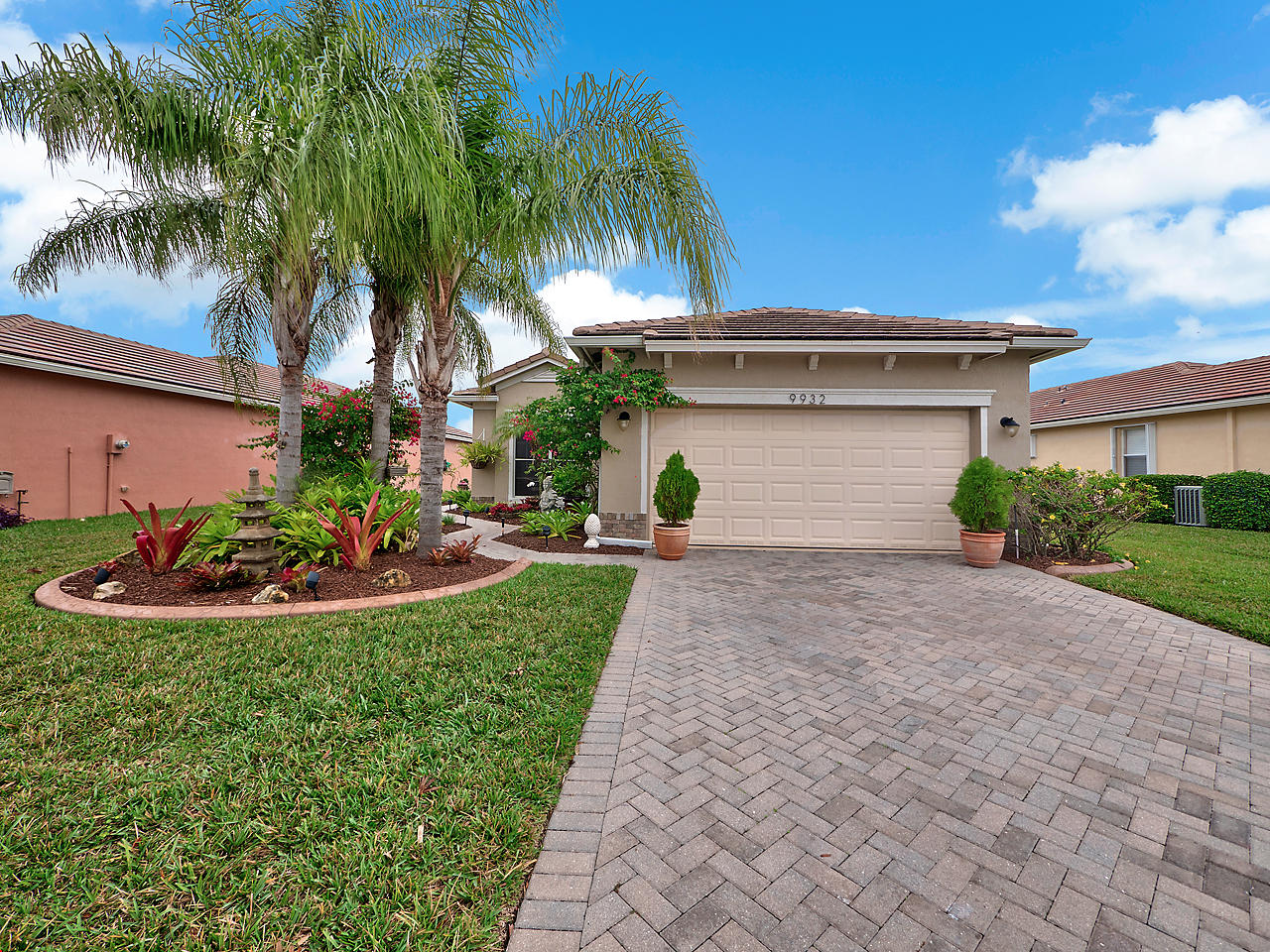 Beautiful 3 Bed, 2 Bth, 2 CG. This home features a manicured front lawn with lots of curb appeal in Heritage Oaks at Tradition. As you walk in your welcomed by a spacious formal living area and large windows for lots of light, the kitchen is updated with granite counters, stainless steel appliances and plenty of space, The kitchen is open to the living area, dining area and the breakfast nook. In the back you'll find an screened patio overlooking a peaceful lake. The Master offers a walk-in closet and double sinks. Must see to really understand the beauty of this property and community!