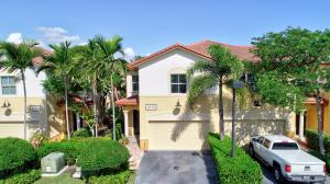 Perfect Intracoastal Location for this 3 bedroom, 2.5 bath townhome.