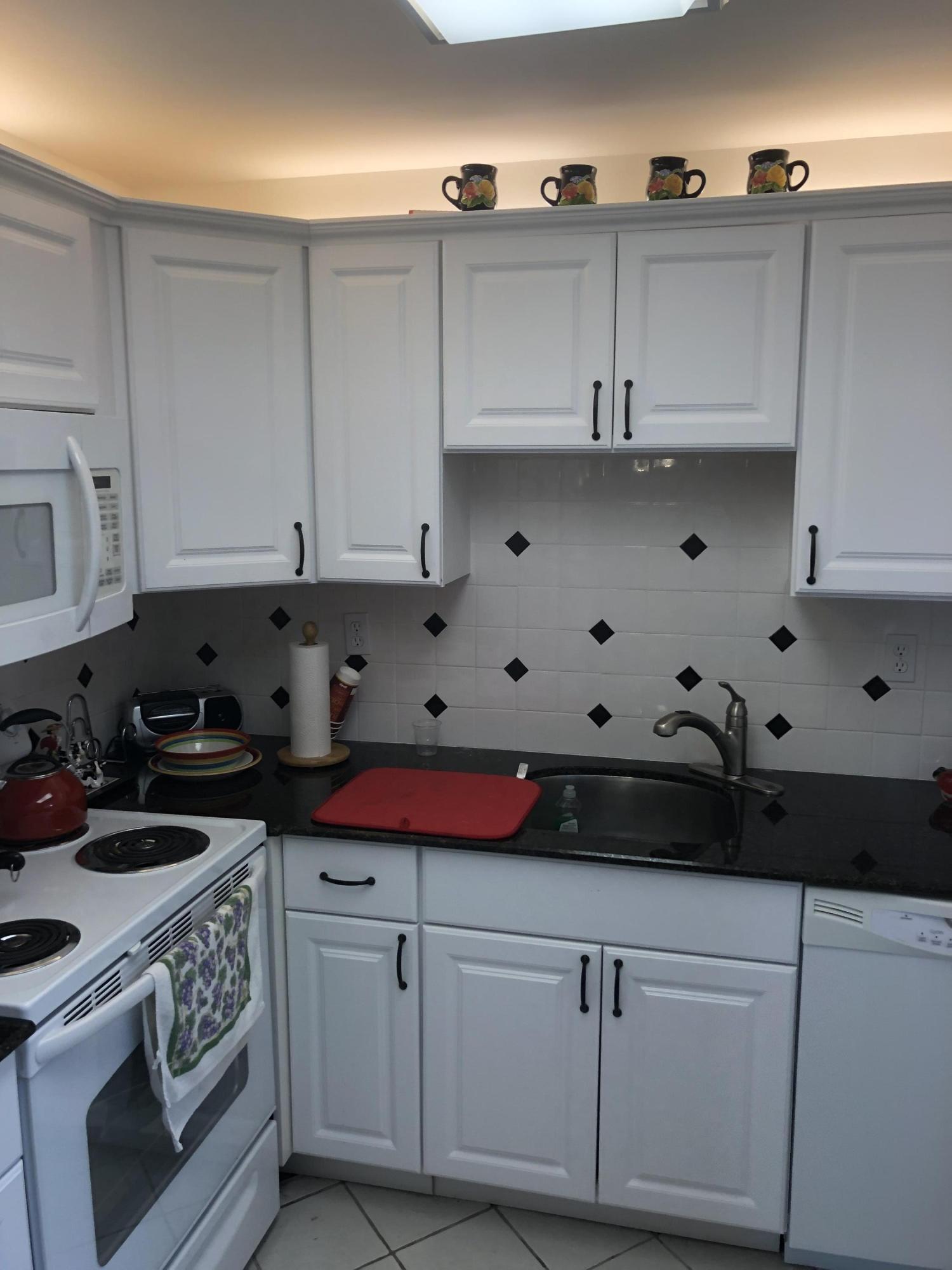 926 Flanders T, Delray Beach, Florida 33484, 2 Bedrooms Bedrooms, ,2 BathroomsBathrooms,Condo/Coop,For Sale,Kings Point,Flanders T,1,RX-10480493