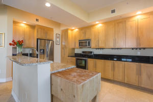 701 S Olive Avenue, 624