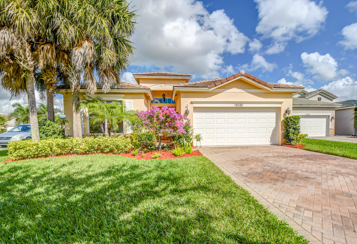 IMPRESSIVE 3/2/2 LAKEFRONT, POOL HOME IN HERITAGE OAKS! FLEXIBLE FLOOR PLAN WITH TILE FLOORS IN THE MAIN AREAS AND BAMBOO WOOD FLOORS.  BRAND NEW A/C AND WATER HEATER. KITCHEN FEATURES CORIAN COUNTERS, WOOD CABINETS, 2017 STAINLESS APPLIANCES AND WINE BAR.  CROWN MOLDING, HIGH END WINDOW SHADES, WIRED FOR SURROUND SOUND.  ENJOY THE LARGE SALT WATER, HEATED POOL WHICH IS SCREENED WITH COVERED LANAI AND PRESERVE LAKE VIEW.  AFFORDABLE DUES INCLUDE LAWN CARE, INTERNET, CABLE, COMMUNITY CLUBHOUSE, CONVENIENT TO ALL TRADITION HAS TO OFFER!