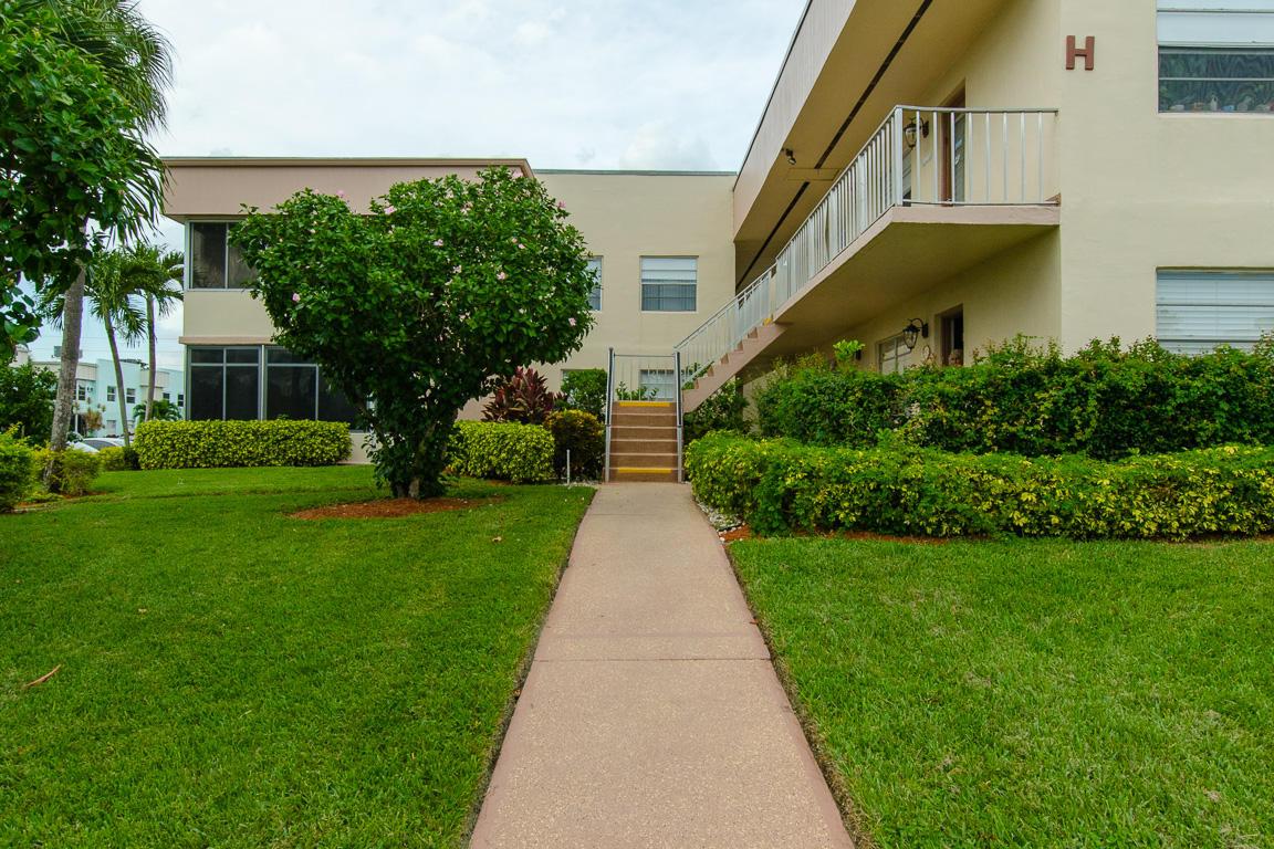 358 Burgundy H, Delray Beach, Florida 33484, 2 Bedrooms Bedrooms, ,2 BathroomsBathrooms,Condo/Coop,For Sale,KINGS POINT,Burgundy H,1,RX-10482940