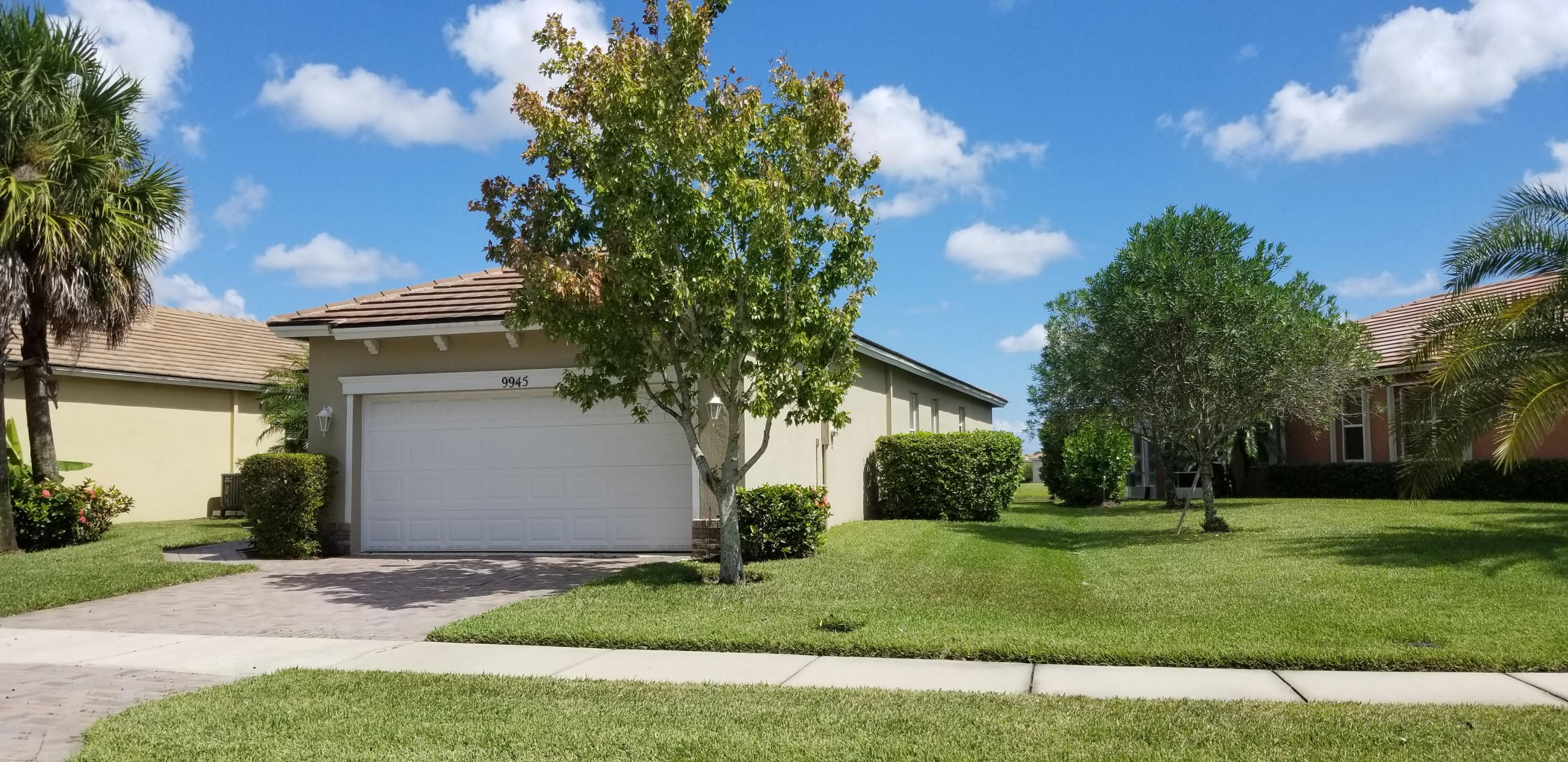 Open floor plan, Georgian Model, Waterfront location in Beautiful Heritage Oaks in Tradition. Large Kitchen, True Three Bedroom, Tile in living areas. Home has been very well maintained! Low Hoa includes: Basic cable, Internet, Lawn Care, Monitored Alarm, Pest Control, Irrigation, Community Pool and Fitness center, Manned Gate, On Site Property Manager. This home is priced to sell!