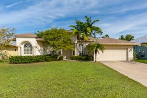 8624 SE Pinehaven Avenue, Hobe Sound, FL 33455