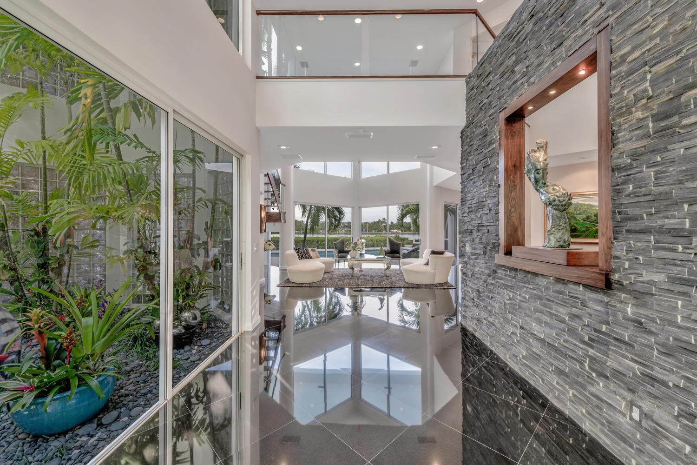Foyer/ Entrance