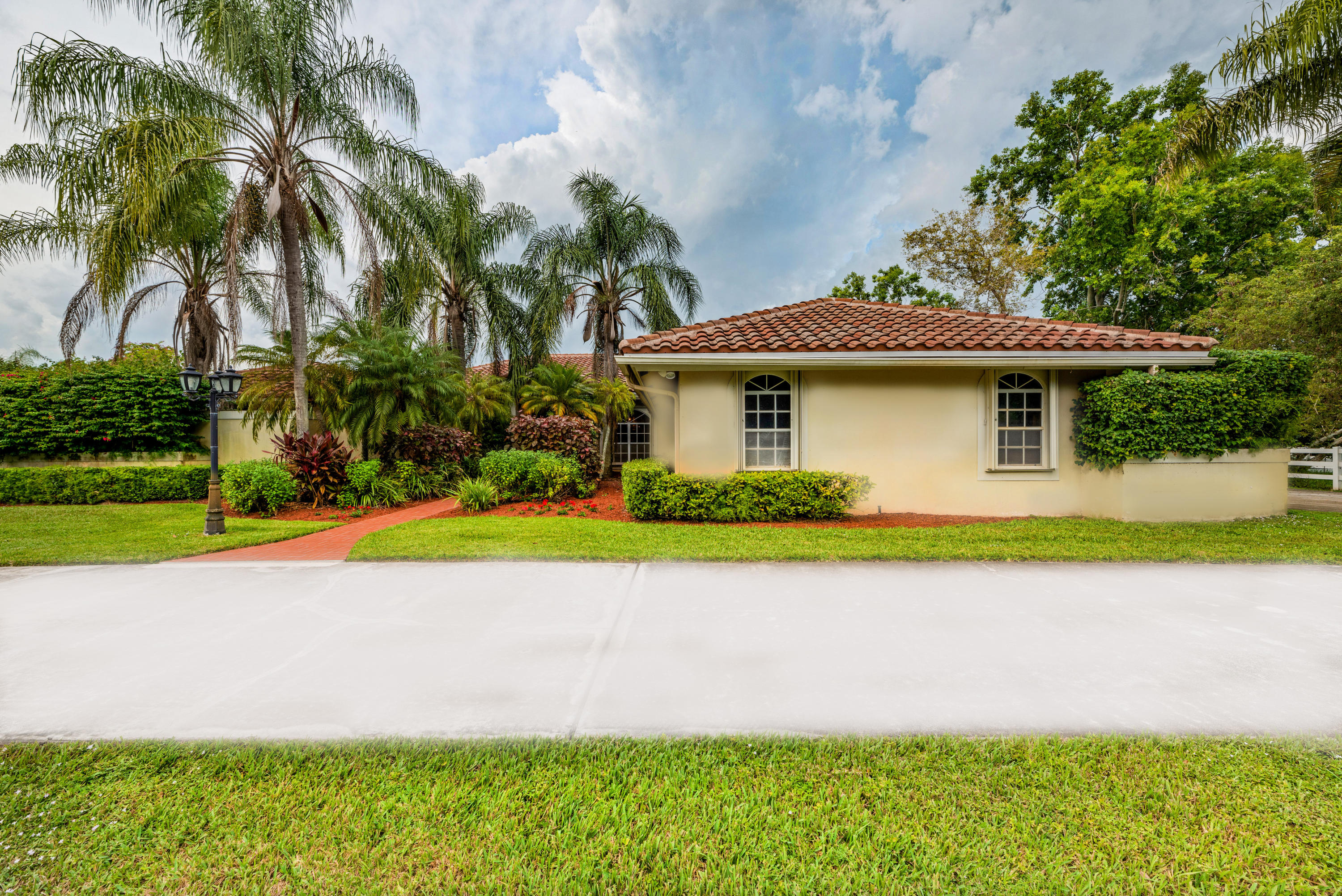 Wellington- Florida 33414, 5 Bedrooms Bedrooms, ,4 BathroomsBathrooms,Residential,For Sale,Rolling Rock,RX-10485412