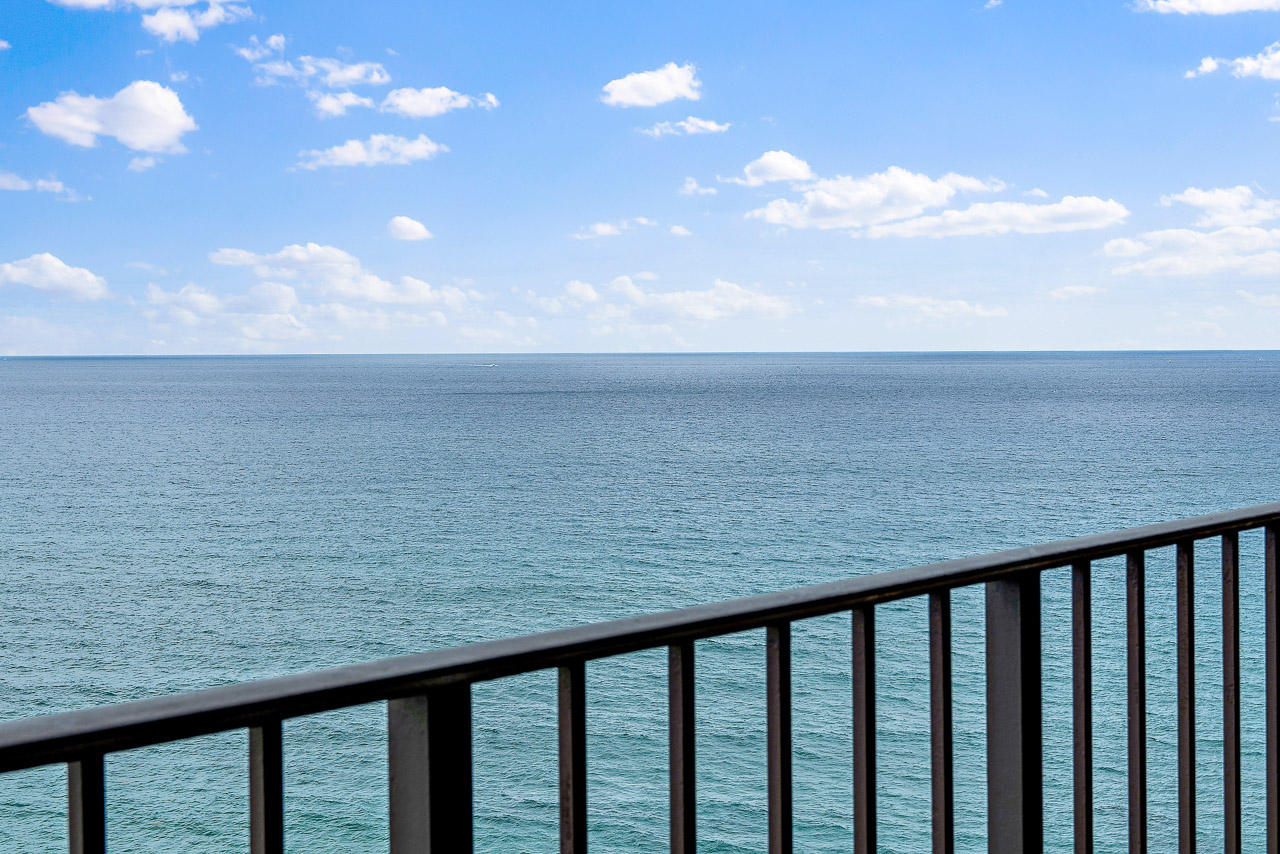 5420 Ocean Drive, Singer Island, Florida 33404, 2 Bedrooms Bedrooms, ,2 BathroomsBathrooms,Condo/Coop,For Sale,Connemara,Ocean,17,RX-10486034