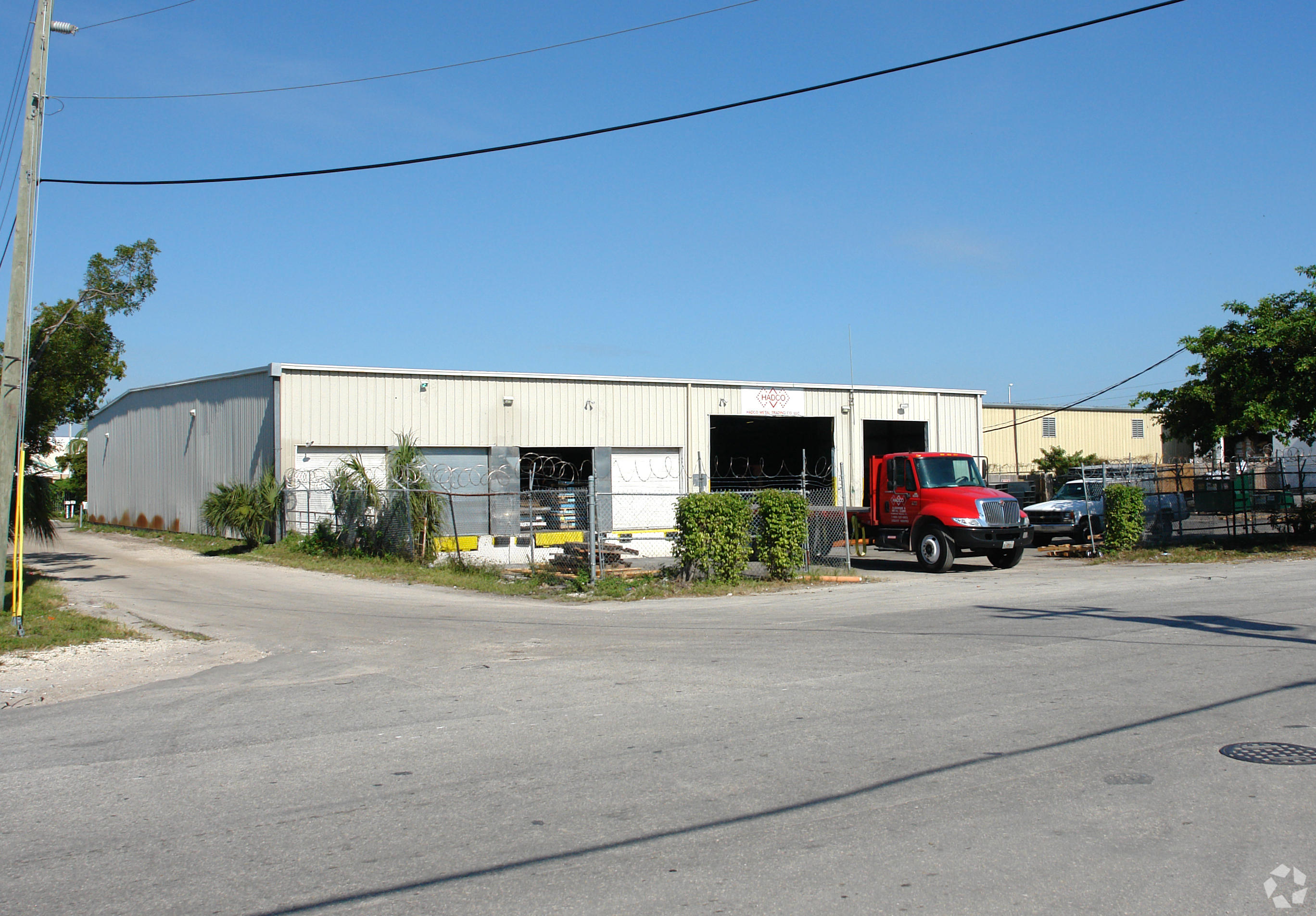 This warehouse is currently being rehabbed and will be ready for occupation December 2018.Located Close To The I95/Fort Lauderdale Executive Airport, 26,700sf Warehouse, Metal Construction/ 2 x Grade Level Access & 4 Docks, 20' Ceiling Height. There Is Still Time To Choose Your Specification/Layout.