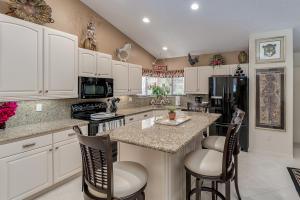 7514 Glendevon Lane, Delray Beach, FL 33446