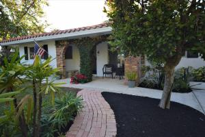 3035 Pine Tree Lane, Boynton Beach, FL 33435