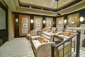Theater/movie room