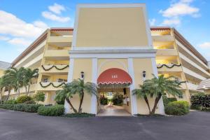145 Atlantis Boulevard, Ph6, Atlantis, FL 33462