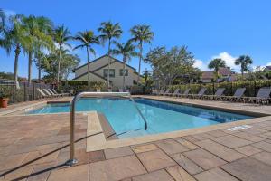 18 Lexington Lane W, B, Palm Beach Gardens, FL 33418