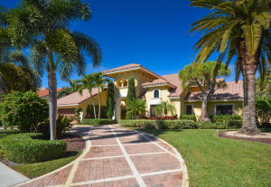 Large circular driveway on almost half an acre