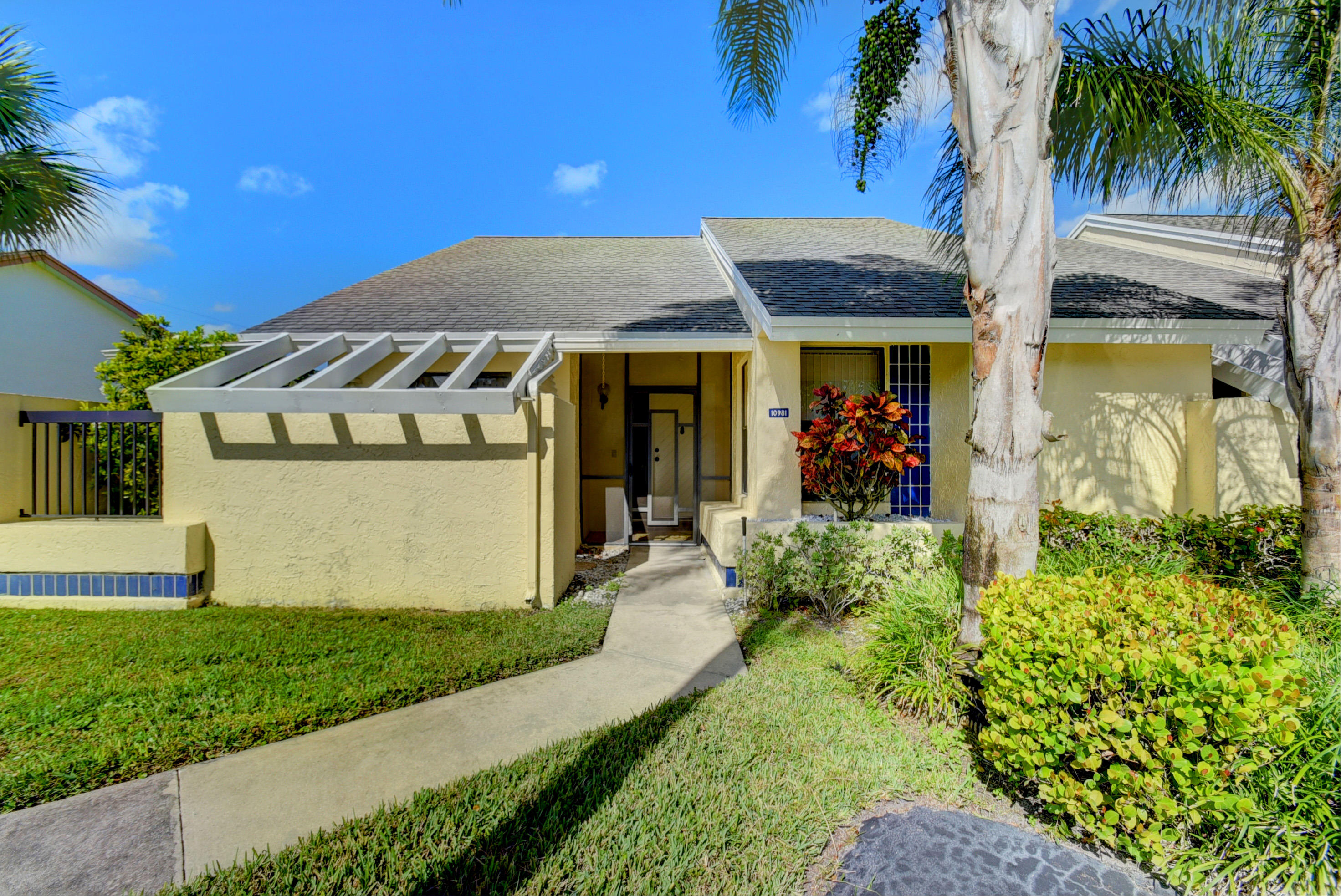 STUNNING HIGH-QUALITY RENOVATION!  SHOWS BEAUTIFULLY!!!  Corner Villa on Interior Cul-de-sac Lot!  Gorgeous kitchen w/high quality wood cabinets, Silestone Quartz countertops, modern tile backsplash, stainless steel appliances, pull-out shelving, undermount sink, upgraded faucet & hardware. Beautifully renovated baths! Large Florida Room with roll down shutters.  Modern tile floors. New high hats. New interior paint. A/C-2016. Eco-friendly Tankless Waterheater!  2 Car Parking Right in Front. Exterior painted-2016.  Gated Community w/active clubhouse, pool, tennis, sauna, fitness room, BBQ area, pier. 2 pets welcome. HOA covers exterior paint, lawn, cable, clubhouse, gate. Lovely West Boca area. Convenient to The Reserve Plaza, Delray Marketplace, shopping, dining, & major thoroughfares.