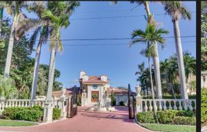 945 Palm Trail Trail Delray Beach FL 33483