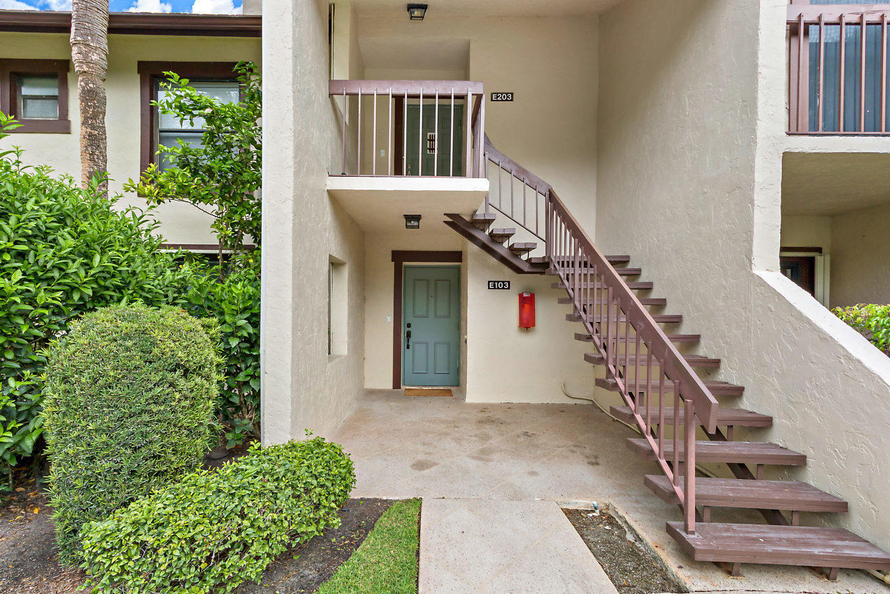 Wellington, Florida 33414, 3 Bedrooms Bedrooms, ,3 BathroomsBathrooms,Residential,For Sale,Pond View,RX-10492289