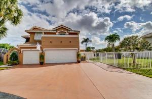 32 Valencia Drive, Boynton Beach, FL 33436