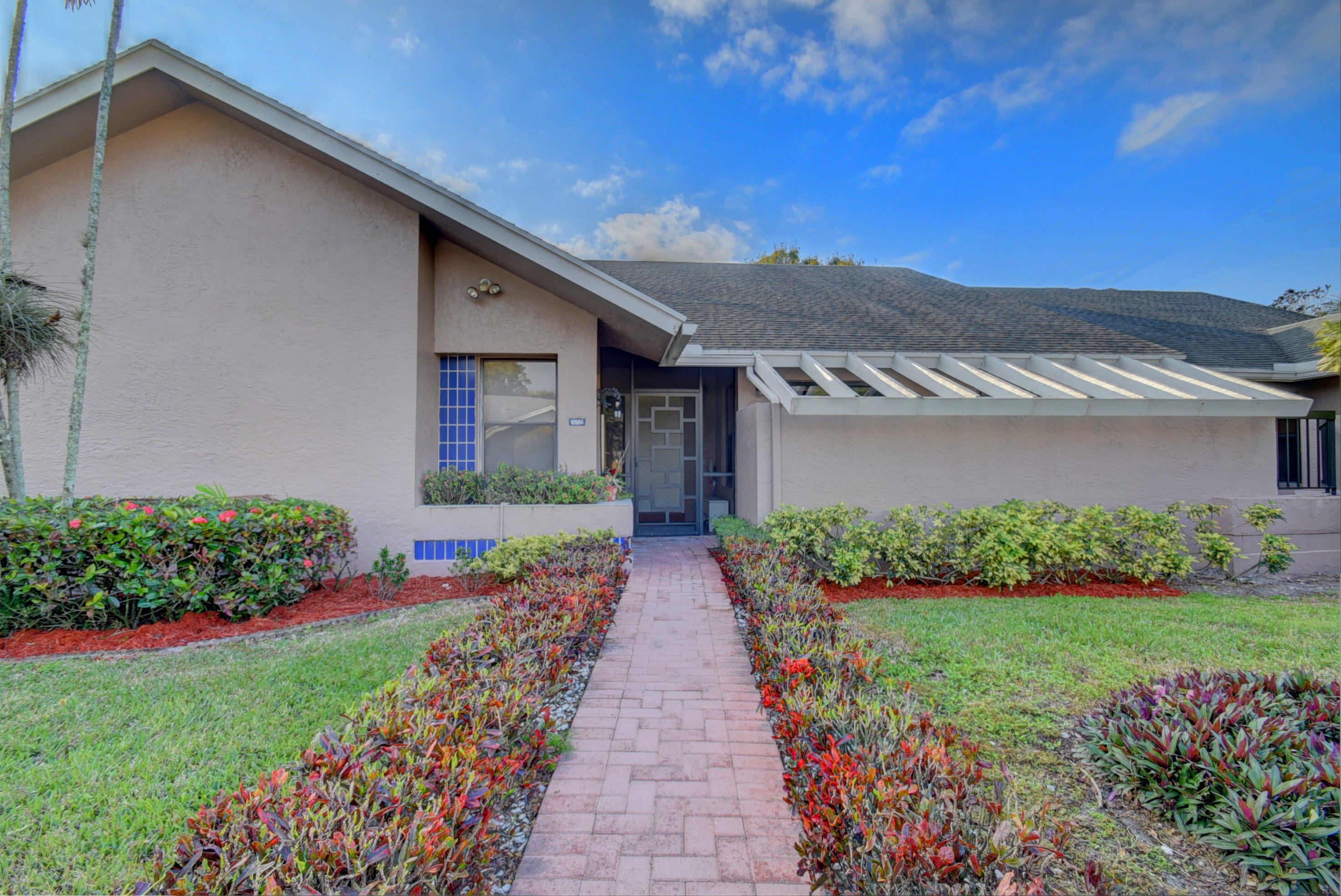 BEAUTIFULLY RENOVATED LAKEFRONT VILLA!  This amazing home is waiting for you! Move-in ready with gorgeous kitchen & baths! This lovely villa on a cul-de-sac features an eat-in-kitchen w/spacious breakfast area, large living room/dining room, & FLORIDA ROOM WITH A/C. The 14x13 master bedroom suite offers a large walk-in closet & master bath. There is a 12x11 2nd bedroom & bath, & interior laundry room. A/C - 2005. Roof - 2005. Vaulted ceilings, lovely front patio, & 2 car parking right in front. Exterior painted in 2016. Active clubhouse, pool, tennis, sauna, fitness room, BBQ area, pier. Assoc says 55+ community. 2 pets welcome up to 20 lbs each. HOA covers exterior paint, lawn, cable, clubhouse, gate. Lovely West Boca area. Available unfurnished, furnished (negotiable), or turnkey.