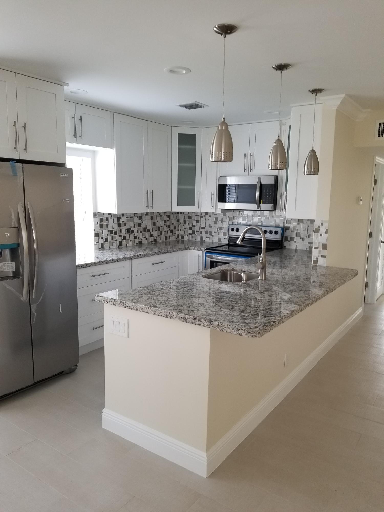 461 Burgundy J, Delray Beach, Florida 33484, 2 Bedrooms Bedrooms, ,2 BathroomsBathrooms,Condo/Coop,For Rent,Kings Point,Burgundy J,2,RX-10498933