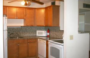 1751 3rd Avenue N, 101, Lake Worth, FL 33460